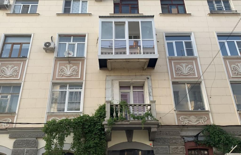 Крутой современный балкон, под который нужно срочно перестраивать здание